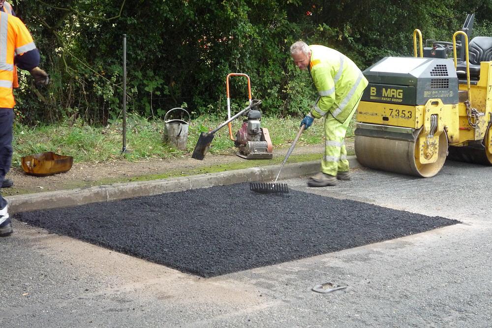 Как проводится ямочный ремонт дороги