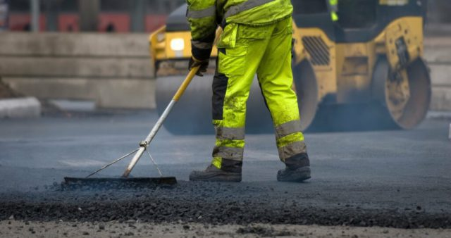Ямочный ремонт дорог в Москве